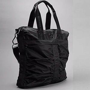 RARE Large Lululemon Fast in Flight Bag In Black